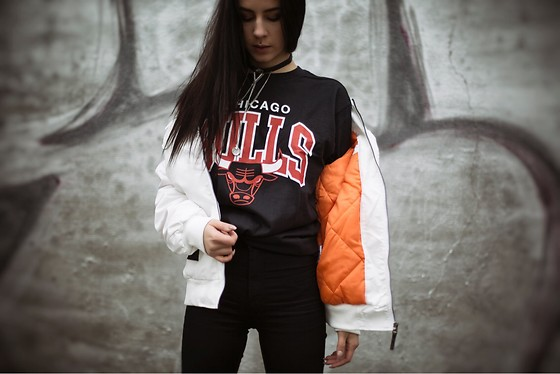 Izabella - Mitchell&Ness Tshirt, Backyard Cartel Bomber Jacket, Topshop Choker - Come and see me