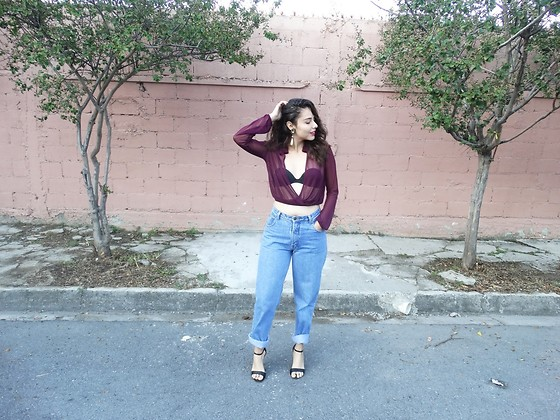 Judith Loyola - Express Top, Levi's Mom Jeans - Turn back