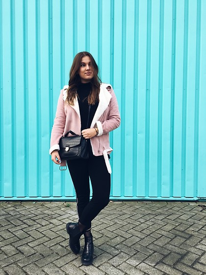 Odette - Missguided Jacket, H&M Sweater, Primark Bag, Bershka Pants, Invito Boots, River Island Fishnetsocks - Pink and blue
