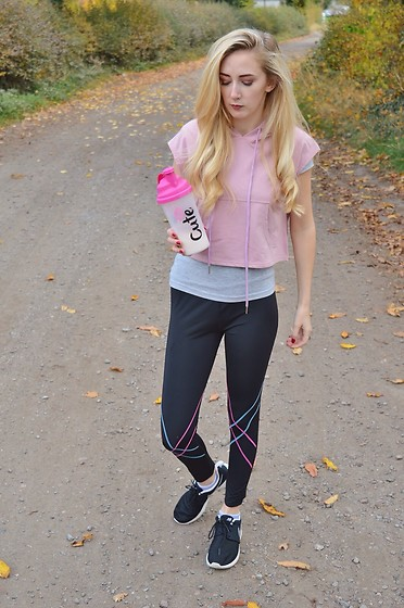 Isobel Thomas - Rosegal Hoodie, Rosegal Workout Leggings, Nike Trainers - Cute Nutrition