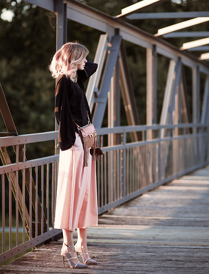 Jana Wind - Chloe Bag, Cos Trousers - Black & pink