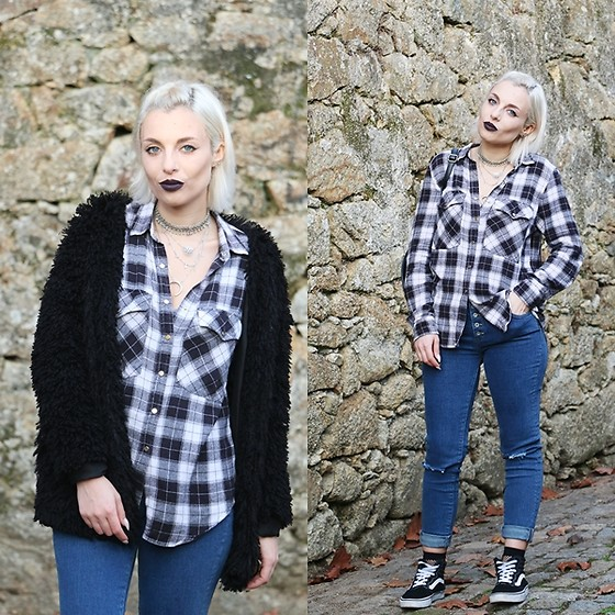 Cátia Gonçalves - Pull & Bear Ripped Jeans, Vans, Primark Shirt - Seems my time is growing thin