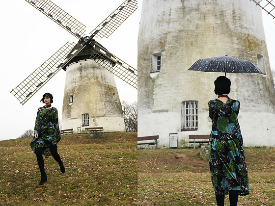 Aleksandra L. - Zara Dress, Plemo Umbrella - WINDMILL