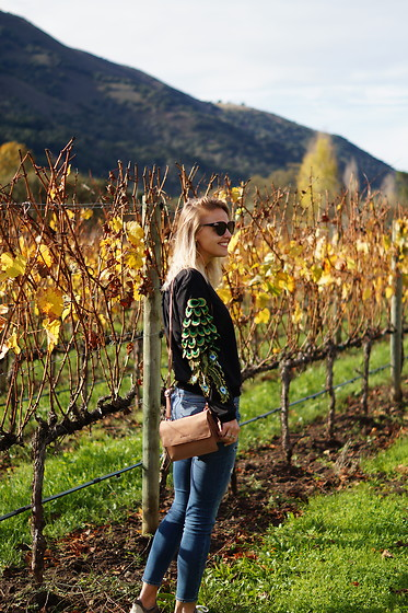 Susanne Bender - Burkely Bag, Abercrombie Jeans, Dezzal Peacock Sweater, G Star Raw Oversized Sunglasses - Wine tasting in California!
