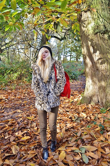 Isobel Thomas - Dresslily Backpack, H&M Leopard Print Coat, H&M Khaki Jeans, F&F Boots - Autumn Walks