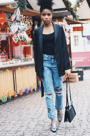 Nelly Negret - New Look Earrings, New Look Boyfriendjeans, New Look Loafers, New Look Blazer - Christmas market Outfit
