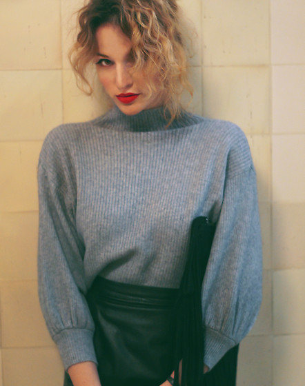 Ceci Bloom - Zaful Sweater - Grey sweater for Christmas.