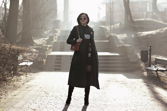 Ewa Macherowska - Zaful Coat, Chicme Sweatshirt, Deezee Boots, Zaful Bag, Nn Tights, Nn Sunglasses, Vintage Brooch - Modern Wonderland