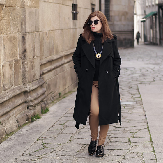 Priscila Diniz - Shicoo Oversized Necklace, Black Coat - A walk in town