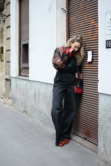 Laura⎢Les factory Femmes - Diesel Overall, H&M Top, Zara Boots - Overall Trend