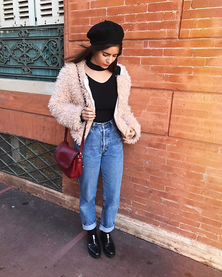 Pretty-Roxanne Stratmains ☥ - Stylewe Black Top, Babou Faux Fur, Ober Blue Jeans, Pull & Bear Black Derby - Toulouse 2016