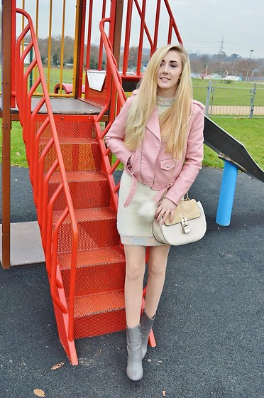 Isobel Thomas - Style We Jumper Dress, Zara Jacket, F&F Boots, Ark Clothing Bag - Chtistmas Time