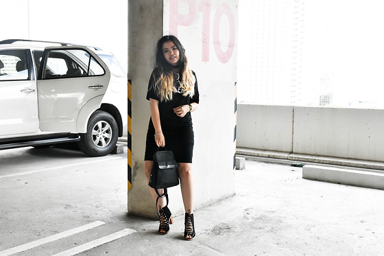 GaiL J - Boohoo Black Dress, Harrods Mini Bag, Jeffrey Campbell Shoes Lace Up - Black Dress for Christmas #OOTD