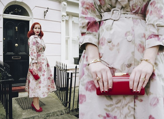 Roberta D. - Ginger Jackie Trench Coat, Lulu Guinness Perspex Clutch - Trust in me
