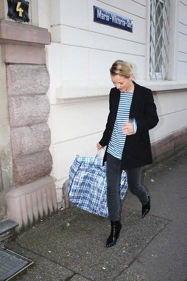 Anna Borisovna - H&M Blazer, Vintage Shirt, Other Stories Jeans, Jessica Buurman Boots - Stripes