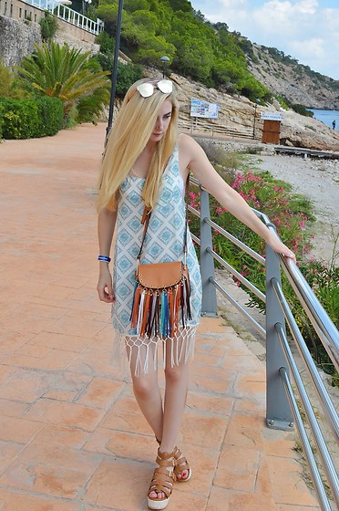 Isobel Thomas - Sammy Dress Bag, Fshion.Me Beach Dress, Hidden Fashion Sandals - Beach Wear