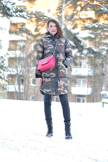 Isabella Pozzi - Rosewholesale Padded Jacket - Rosewholesale Padded Military Jacket