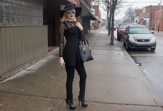 Bree Fesh - Shein Black Jumper, Shein Mesh Detailed Jumper, Levi's® Black Jeans, Christian Louboutin Black Boots - Monochromatic Madness