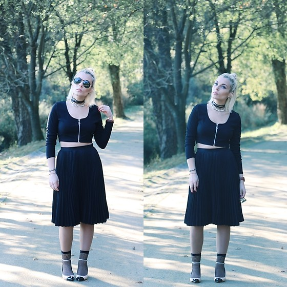 Cátia Gonçalves - Chicme Crop Sweater, Pull & Bear Midi Skirt, Zara Shoes - I'm here but I'm really gone