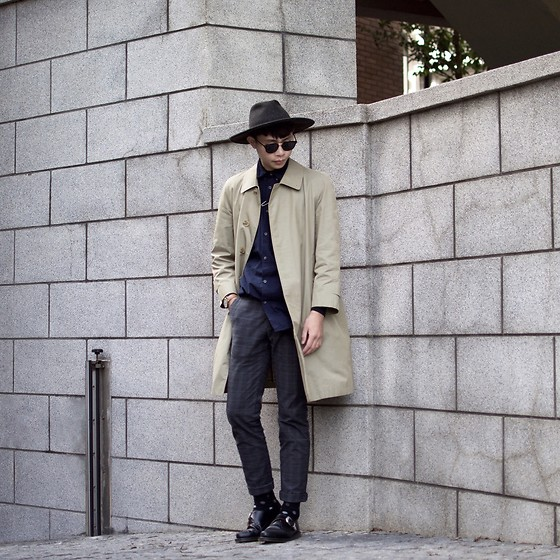 Anan Chien - Tastemaker 達新美 Hat, Burberry Overcoat, Zanerobe Shirt, Dr.Martens Shoes - Ootd