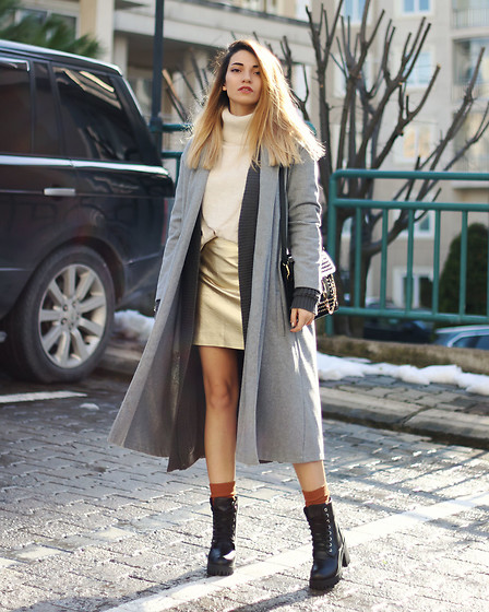 Melike Gül - Sheinside Coat, H&M Turtleneck, Sheinside Gold Skirt, Dresslink Boots, Rosegal Bag - The Gold Skirt