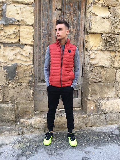 Kyle Magri - Springfield Jacket, Jordans Joggers, Nike Shoes - Latest look!
