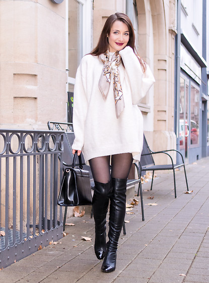 Stefanie -  - The white knit sweater