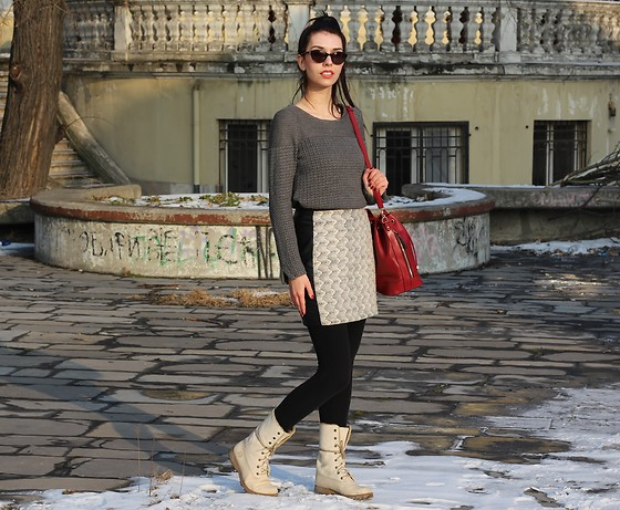 Jelena - Zara Gray Sweater, H&M High Waisted Skirt, Timberland Winter Boots, Retro Sunglasses - Gray sweater