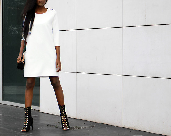 Rachel O. - Dolce Domenica Shift Dress, Quanticlo Open Toe Lace Up - Winter Whites