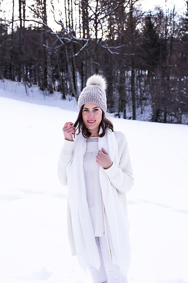Margot Guilbert -  - Slow Fashion Challenge | Look 12 {Winter White}