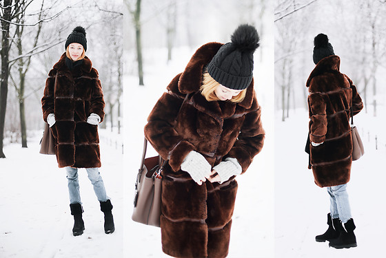 Jorinna Scherle - Prada Bag, Salvatore Ferragamo Boots, Vintage Fake Fur Coat - BERLIN WINTER
