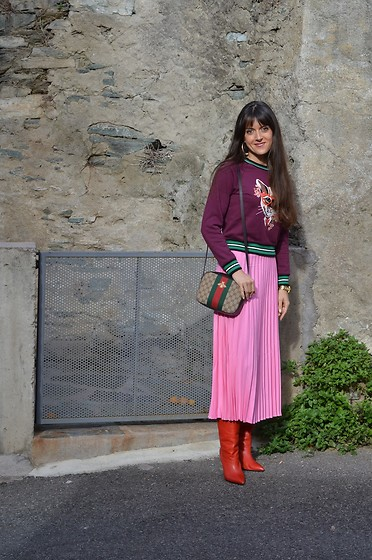 Jeanne -  - Cat sweatshirt Pleated Skirt and Marant Boots
