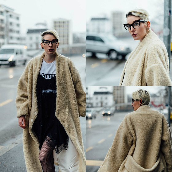BEHINDHERMASK - Monki Oversized Coat, Zerouv Transparent Glasses - Oversized coat