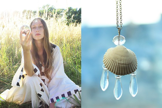 Siri Sa - Mondlack Mermaid Necklace, Mondlack Art Noveau Dress - Moon in aquarius