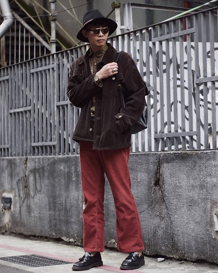 Anan Chien - Reclaimedvintage Hat, Owndays Sunglasses, Chaps Jacket, Tastemaker 達新美 Shirt, Levi's® Pants, Dr.Martens Shoes - Retro day