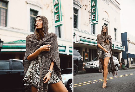 Thilda Mörlid Berglind - Free People Cape, Goddess Of Babylon Jumpsuit - In the streets of Hilo / love this cape <3