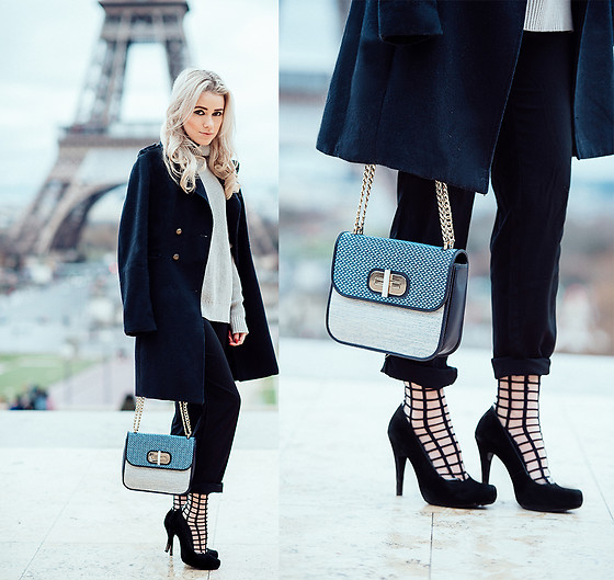 Joicy Muniz - Coat, Tommy Hilfiger Bag, Sneaky Fox Socks - Paris Mon Amour!