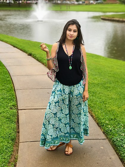 TheVagabondWayfarer - Eye Candy Los Angeles Green Bead Necklace, Anokhi Palazzo Pants - Island Inspiration