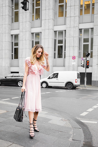 Jasmin Kessler - View All My Outfitposts, Topshop Dress - THE PINK VOLANT DRESS IN GREY STREETS