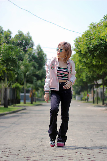 Aiiness .com - Stradivarius Bomber Jacket, Zara Sunglasses, Stradivarius Stripes Tank, H&M Flare Denim Pants, Jeffrey Campbell Shoes Hiya Hawaiian Print Platform Sneakers - Peace out, Summer!