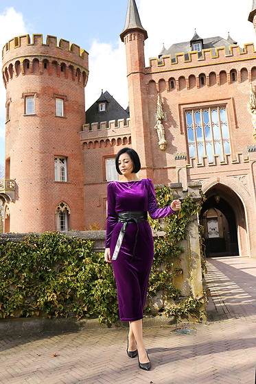 Aleksandra L. - Sammydress Velvet Dress - CASTLE LIFE