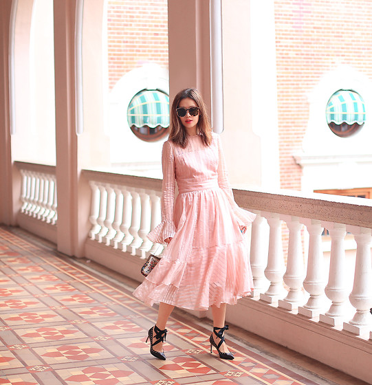 Mayo Wo - Karen Walker Sunnies, Anna October Pink Dress, Pedder Red Lace Up Shoes - Pink side of life