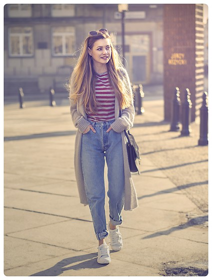 Juliette Jakubowska - Jeans - BRETON STRIPE, LEVIS 501 AND LONG GREY SWEATER