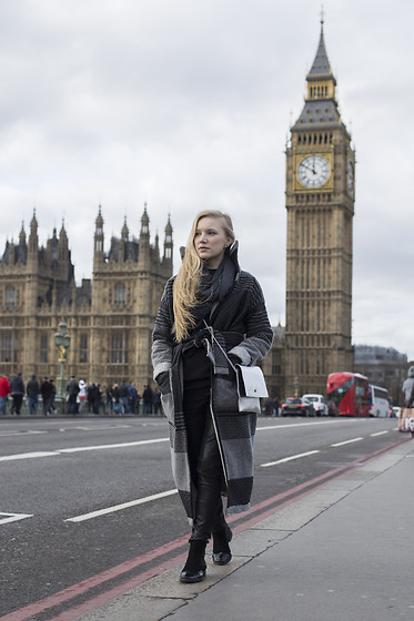 Ewa Michalik - Mnishkha Coat, Top Secret Trousers - London walk