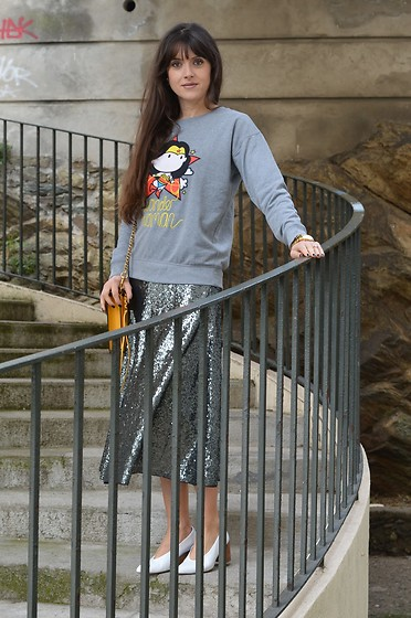 Jeanne -  - Wonder Woman Sweatshirt and Sequin Midi Skirt