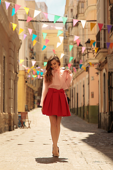 Larisa Costea - Chicwish Organza Shirt, Chicwish Pleated Skirt - Carnaval de Cadiz