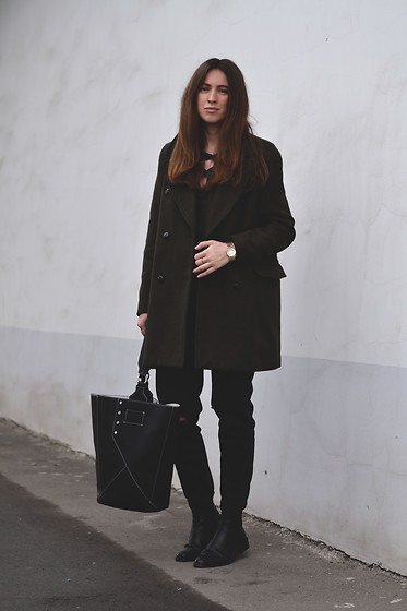 Olga Dupakova - Mango Bag, Pull & Bear Coat, Mango Boots - Green & black