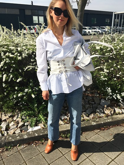 Anna Borisovna - Céline Sunglasses, H&M Shirt, Zara Corsetbelt, Other Stories Jeans, Mango Shoes - White Corset