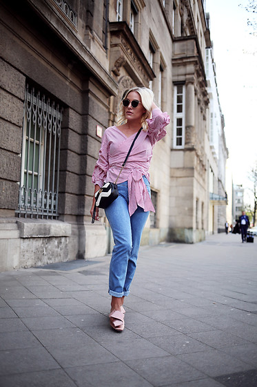 Sophia Faßnacht - Wrapped Blouse - Wrapped Blouse, Highwaisted Jeans