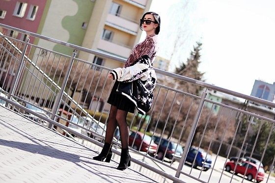 Ewa Macherowska - F&F Jacket, Second Hand Skirt, Zaful Velvet Top, Zaful Boots, Nn Fishnets, Zaful Earrings, House Sunglasses - SPRING!